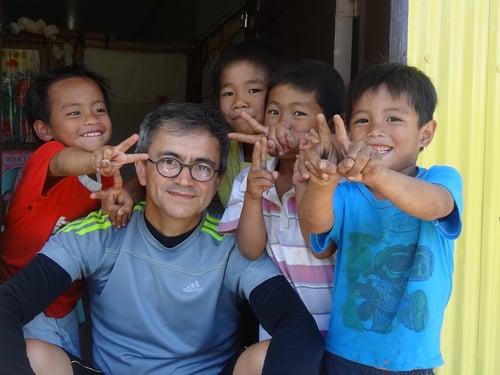 Fr-Geraldo-with-Children